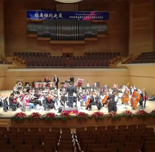 Georgi Nikolov conducts the rehearsal before the concert in China